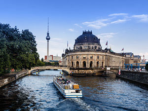 Motorboats in Berlin - for sale and for charter